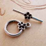 SMALL FLOWER TOGGLE